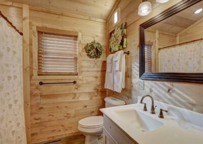 Bass Cabin Bathroom
